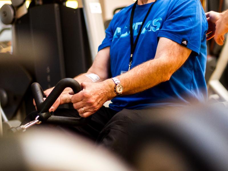 Entraînement musculaire sur appareils de musculation